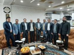 عیادت فرماندار و جمعی از مدیران مسجدسلیمان از پیشکسوت رسانه